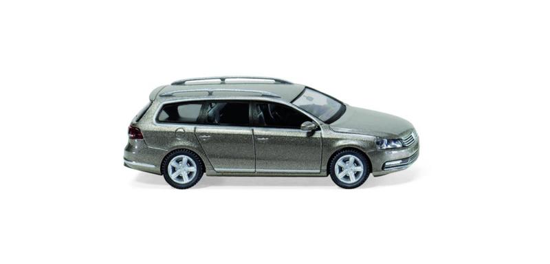 H0 | Wiking 008901 - VW Passat B7 Variant, kasjmierbruin met. (1)
