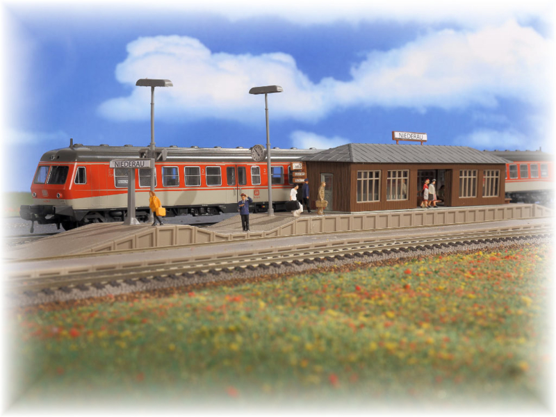 H0 | Vollmer 43549 - Platform Niederau with waiting hall