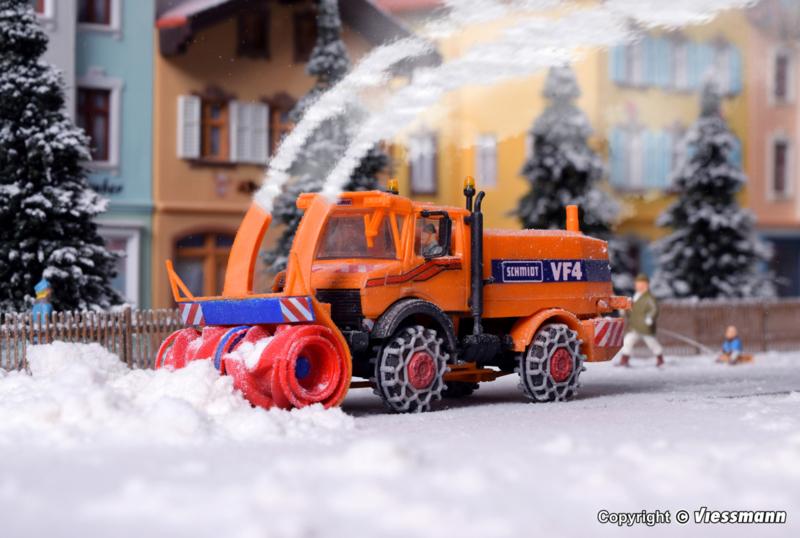 H0   Kibri 15011 - UNIMOG snow blower with winter equipment