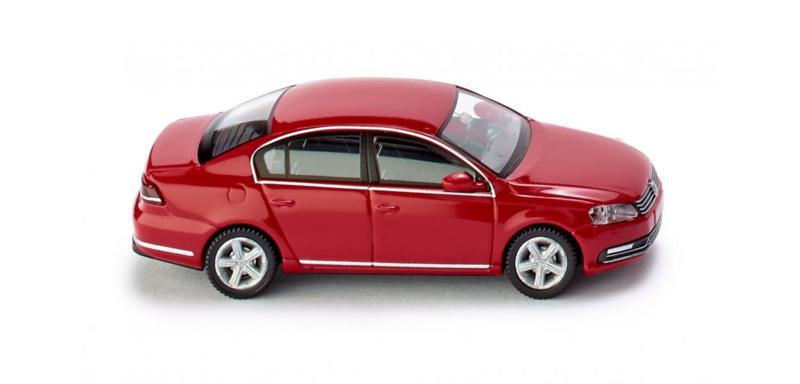 H0 | Wiking 008701 - VW Passat B7 Limousine, tornadorood (1)