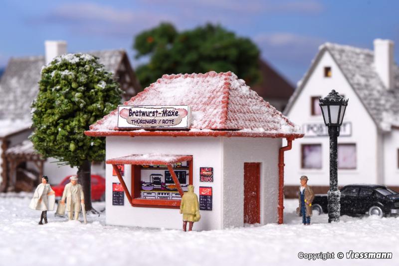 "N | Vollmer 47625 - Kiosk ""Bratwurst-Maxe"" met kunstsneeuw"