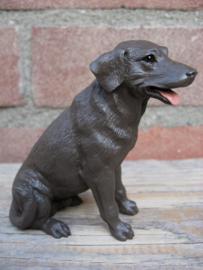 beeldje Labrador chocolate zittend