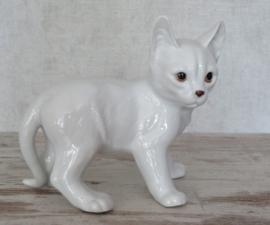 beeldje staande kat wit porselein