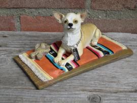 beeldje Chihuahua op kleedje | 19 cm