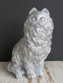zilverkleurig beeldje langharige kat
