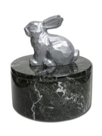 zwarte konijnenurn rond met zilverkleurig konijn