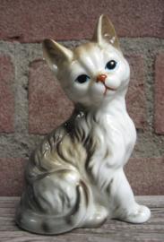 porseleinen beeldje zittende cyperse kat