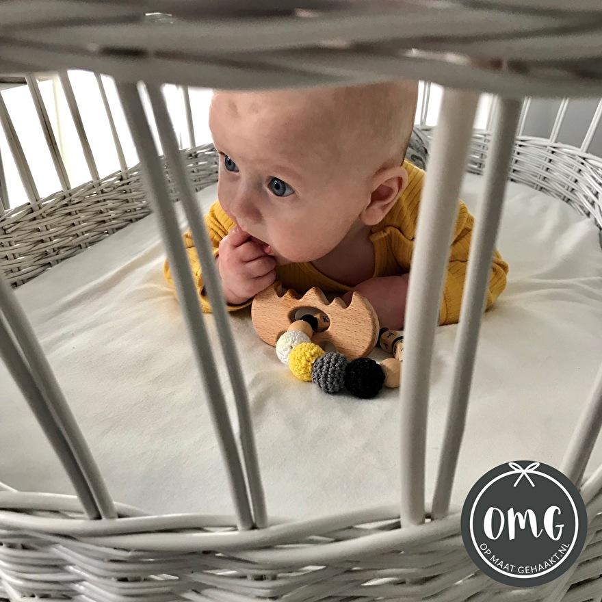 Baby opmaatgehaakt