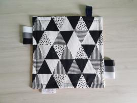 Labeldoekje Triangels Black/White/Wafel Okergeel