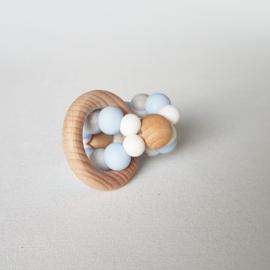 Bijtring 3D Poederblauw/Marmer Wit