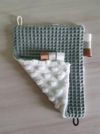 Labeldoekje Wafel Oudgroen/Minky Fleece Off-white