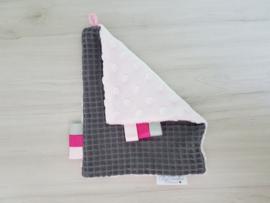 Labeldoekje Wafel Donkergrijs/Minky Fleece Roze