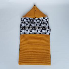 Voetenzak Triangles Black/White/ Wafel Okergeel