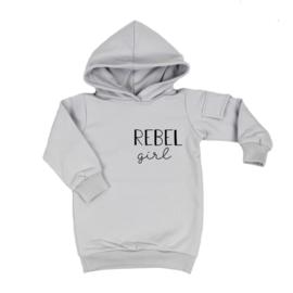 Baggy Hoodie dress met opdruk 'Rebel Girl' - zijzakje