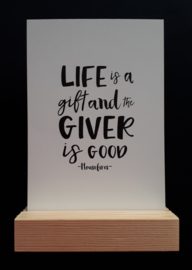 Life is a gift and the giver is good (evt met blokje)