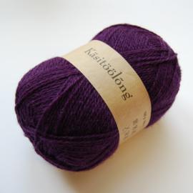 109 | Diep donker paars, 100 gram wol uit Estland
