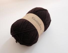 695   Warm zwart, 100 gram wol uit Estland