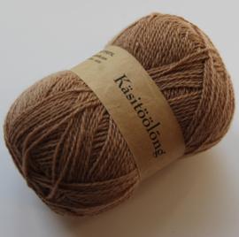 262 | Donker camel, 100 gram wol uit Estland