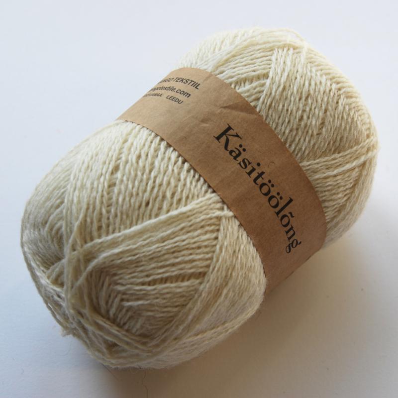 201 | Wit, 100 gram wol uit  Estland