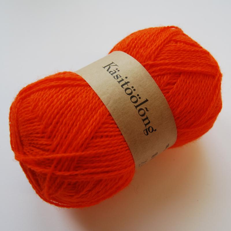 108   Diep warm oranje, 100 gram wol uit Estland.