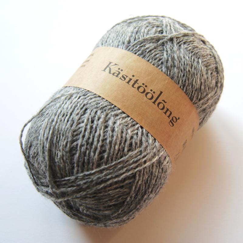 203 | Lichtgrijs, 100 gram wol uit Estland