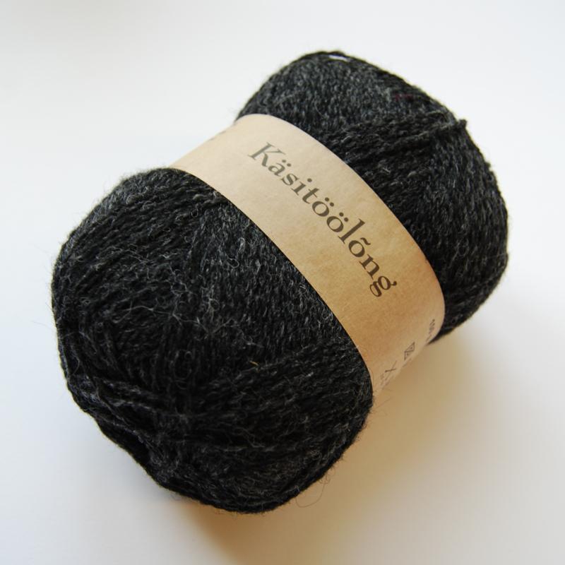 209 | Donkergrijs, 100 gram wol uit Estland