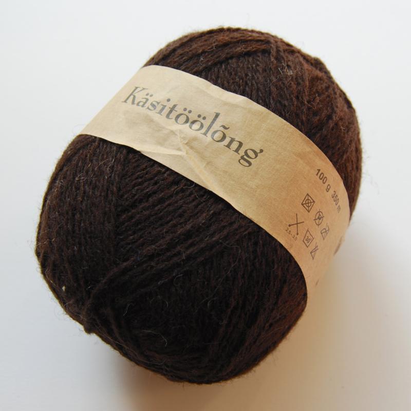 269   Donkerbruin/zwart, 100 gram wol uit Estland