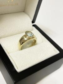 14 K Gouden Band Ring Ovaal Geslepen Baby Sky Blue Topaas