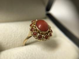 Antiek 14 K Gouden Entourage Ring Cabochon Bloedkoraal