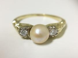 14 K Antiek Gouden Ring Parel / 0.10 crt Brijlantgeslepen Diamant