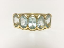 14 K Gouden Ring Ovaal Geslepen Baby Sky Blue Topaz