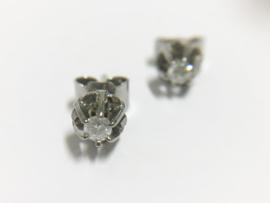 14 K Antiek Gouden Oorstekers 0.15 crt Briljantgeslepen Diamant