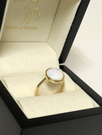 14 K Gouden Ring Rond Cabochon Geslepen Opaal - 17.5 mm