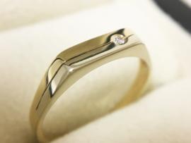 14 K Gouden Jeunesse Ring 0.02 crt Briljantgeslepen Diamant