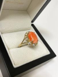 14 K Antiek Gouden Ring Cabochon Geslepen Koraal 0.04 Diamant