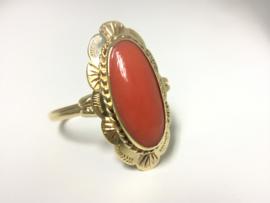 14 K Antiek Gouden Gravé Ring Cabochon Geslepen Bloedkoraal