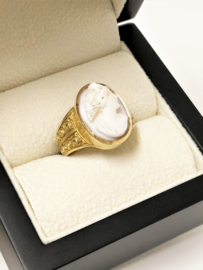 18 K Antiek Gouden Ring Geslepen Bot Camee  7,9 g - Spanje / Ca 1900
