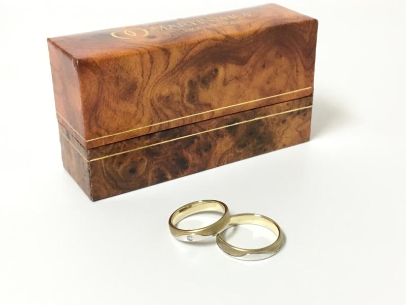 Set 14 K Bicolor Gouden Trouwringen In Cassette - 0.03 crt Diamant