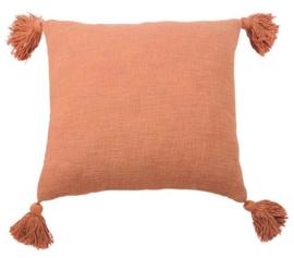 oranje kussen met kwastjes