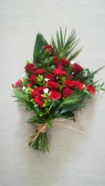 rouwboeket warm rood luxe (op foto middel formaat)