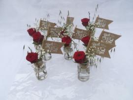 Tafel flesjes luxe rode rozen