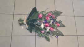 rouwboeket paars/wit (op foto klein formaat)