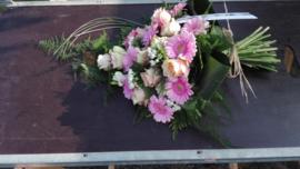 rouwboeket zacht roze (op foto middel formaat)