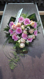 rouwboeket zacht roze (zoals foto)(boven)