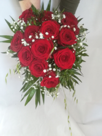 Bruidsboeket luxe rozen langwerpig