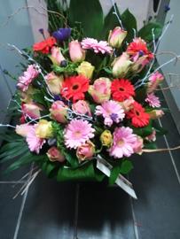 Bont rouwboeket  luxe (op foto groot formaat)