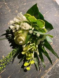 Gom Corsage wit met wilde eucalyptus