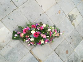 Rouwstuk (oud) roze lang (op  foto middel)