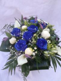 Bruidsboeket met blauwe rozen