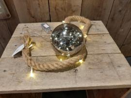 Verlicht touw met glazen bal